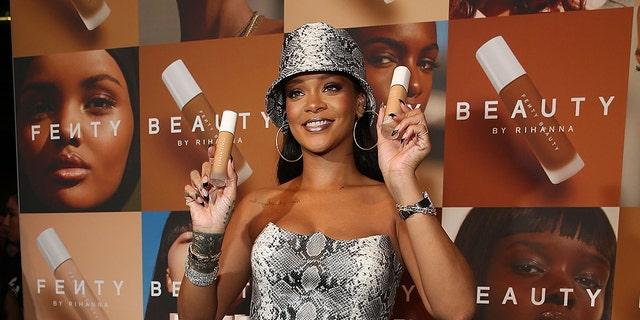 Rihanna attends the Fenty Beauty by Rihanna Anniversary Event at Overseas Passenger Terminal on October 3, 2018 in Sydney, 澳大利亚.