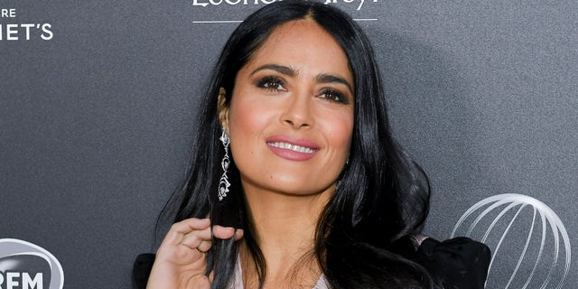 Salma Hayek posted a stunning makeup-free selfie on Instagram on Sunday.