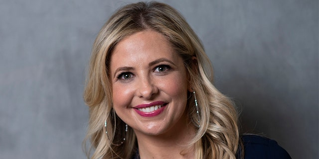 Actress Sarah Michelle Gellar said that remote learning has been having an impact on her son's eyesight.