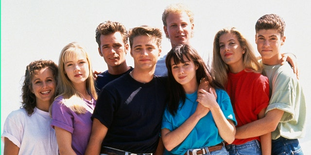 The cast of 'Beverly Hills, 90210' is pictured here.