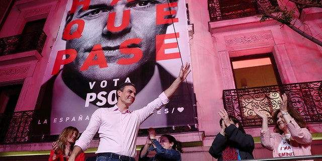 Spain's Prime Minister Pedro Sanchez of the Socialist Workers' Party (PSOE) reacts while celebrating the result in Spain's general election in Madrid, Spain, . REUTERS/Sergio Perez - RC1DB2BAB040