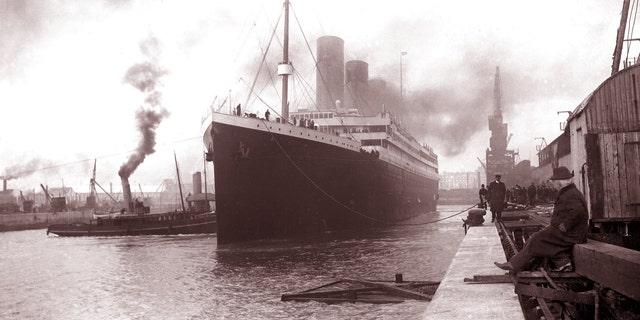 File print - The Titanic withdrawal Southampton Apr 10, 1912.