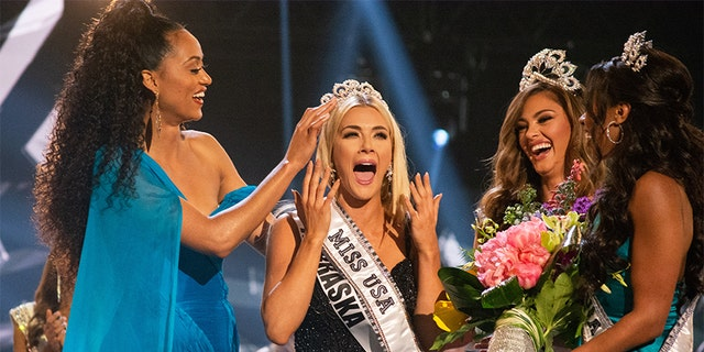 Sarah Rose Summers, Miss Nebraska USA 2018, is crowned the new Miss USA by Miss USA 2017, Kára McCullough; MISS UNIVERSE 2017, Demi-Leigh Nel-Peters; and MISS TEEN USA 2018, Hailey Colborn on May 21, 2018.