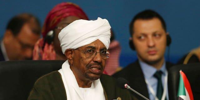 عمر البشیر، رئیس جمهور سابق سودان، توسط دادگاه بین المللی کیفری برای نسل کشی و جنایات علیه بشریت برای نسل کشی در دارفور مورد احترام است.