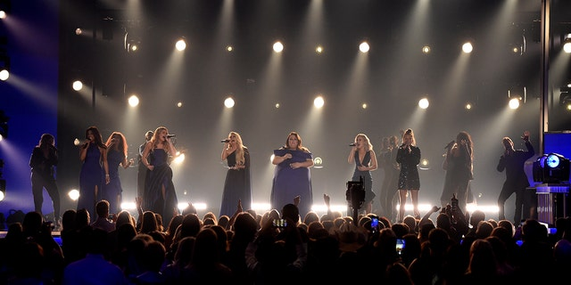 Mickey Heyton, left, Loren Alain, Carrie Underwood, Chrissy Mets, and Maddi Marlowe, and Tade Di, with Maddi & amp; Tae Performed by