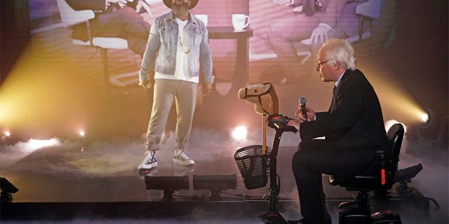 """Rapper Tariq Luqmaan Trotter -- better known as the rapper """"Black Thought"""" -- and host Jimmy Fallon as Bernie Sanders during """"Old Town Hall"""" on April 22, 2019. (Andrew Lipovsky/NBC)"""