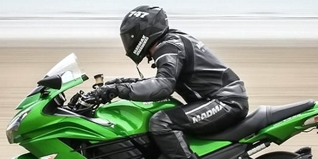 Westlake Legal Group mile4 Biker beats 'The Wire' star Idris Elba's 'flying mile' speed record with 182.4 mph run Tom Bevan SWNS fox-news/auto/style/motorcycles fox-news/auto/attributes/performance fnc/auto fnc dcf61970-6513-560c-aad4-f4ac14383925 article