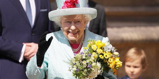 Britain's Queen Elizabeth II returns to the Matting Service at St. George's Chapel, at Windsor Castle in England Sunday, April 21, 2019. (AP Photo / Kirsty Wigglesworth, pool)