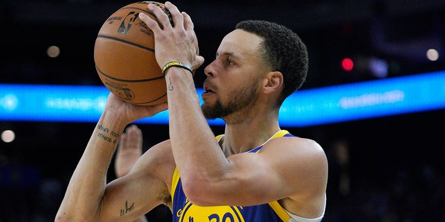 a2a696e076f2 Nba Star Steph Curry Reveals He S Been Hitting 3 S With Blurry .