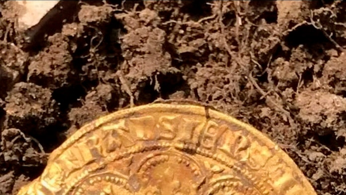 Amateur treasure hunters find 14th-century coins worth estimated $200G