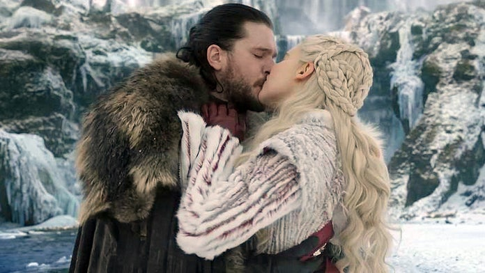 'Game of Thrones' star Emilia Clarke jokes about onscreen relationship with 'family picture'