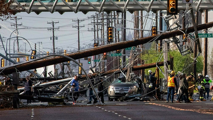 Seattle couple survives Ford Edge SUV being crushed by utility pole