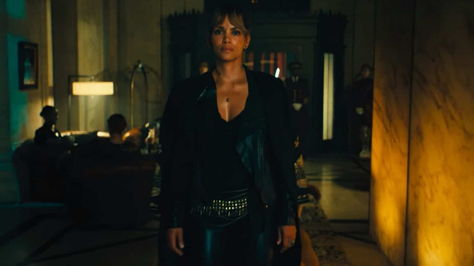 Halle Berry says she turned down 'Speed' role that went to