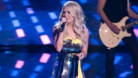 Carrie Underwood performs on 'American Idol' while wearing 158-carat ring