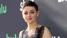 'The Act' star Joey King flaunts toned abs on vacation