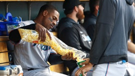 Detroit Tigers fan butters up Curtis Granderson with popcorn during game