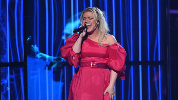 Kelly Clarkson says appendectomy recovery 'super duper sucks'