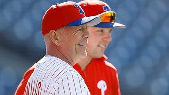 Bruce Willis hears boos from Phillies fans after one-hopping first pitch