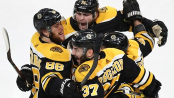 Bruins' score 4 goals in 3rd, beat Hurricanes 5-2 in Game 1