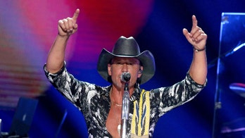 Tim McGraw's Instagram photo goes viral, here's how he stays fit