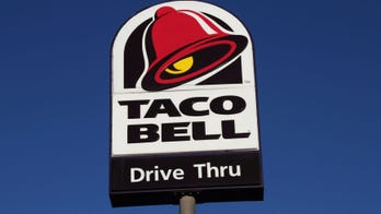 Taco Bell employees smoke while allegedly ignoring long line of cars at drive-thru