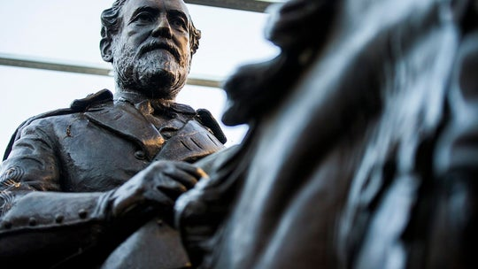 Dallas lawmakers vote to sell Robert E. Lee statue removed from park