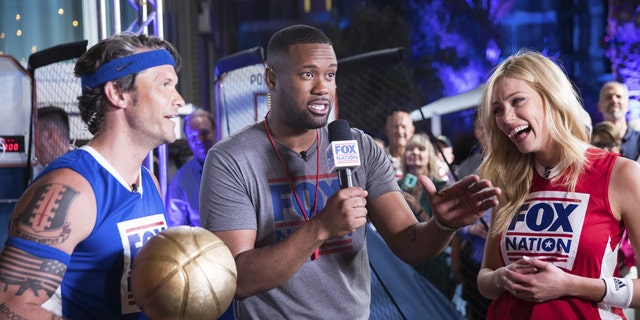 Lawrence Jones gets fans ready for the Pop-a-Shot challenge between Pete Hegseth and Abby Hornacek.