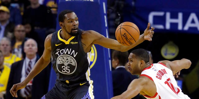 Kevin Du Rant (35), seen here with Golden State Warry last April, reportedly plans to sign with the Brooklyn Network. (AP Photo / Jeff Chiu, File)
