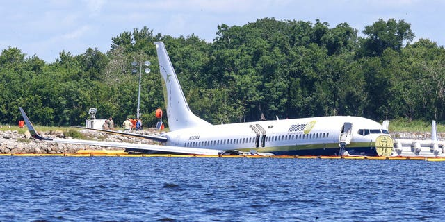 "Friday's flight was carrying 136 passengers and seven crew members from Guantanamo Bay in Cuba. According to the Jacksonville Sheriff's Office, minor injuries were reported.<br data-cke-eol=""1"">"