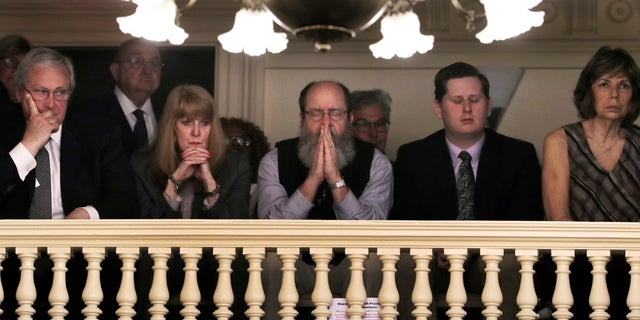 Spectators see the debate on lifting the death penalty on state capital in Concord, NH (AP Photo / Charles Krupa)