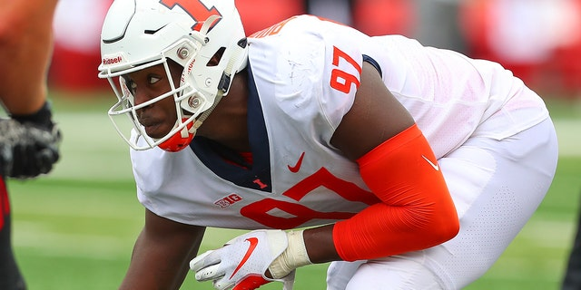 Illinois Fighting Illini defensive lineman Bobby Roundtree (97) was injured in a swimming accident over the weekend. (Photo by Rich Graessle/Icon Sportswire via Getty Images)