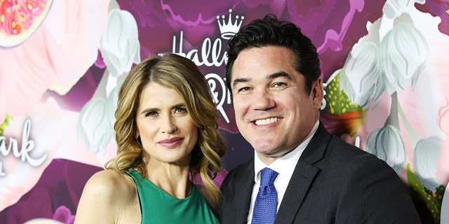Actors Kristy Swanson and Dean Cain.