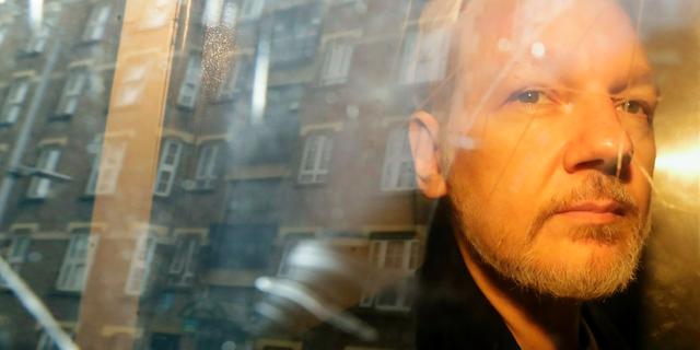 جولیان آسانژ ، بنیانگذار ویکی لیکس ، در تاریخ 1 مه ، از آنجا به دادگاه اضافه شد که وی به اتهام پرشاندن وثیقه انگلیس هفت سال پیش ، در لندن ظاهر شد.