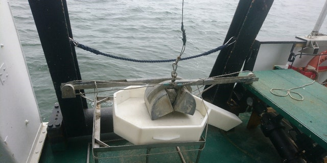 Grab sampler for use at sea. (Belgian Navy)