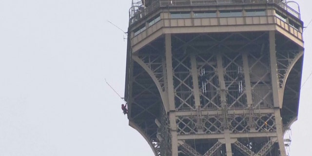 A climber climbed the Eiffel Tower on Monday. Force the attraction to be close to visitors.