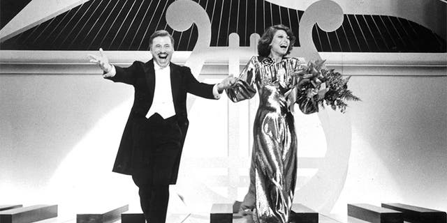 """Mel Brooks and Anne Bancroft sing a Polish rendition of """"Sweet Georgia Brown"""" in a scene from the film """"To Be Or Not To Be,"""" 1983. (Photo by 20th Century-Fox/Getty Images)"""