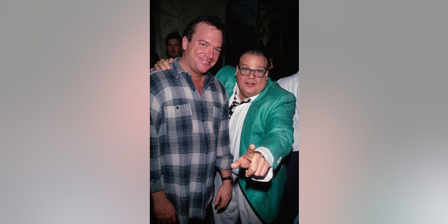 (L-R) Actor/comedians Tom Arnold and Chris Farley.