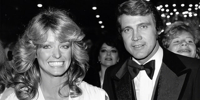 HOLLYWOOD, CA - CIRCA 1978: Farrah Fawcett and Lee Majors circa 1978 in Hollywood, CA. (Photo by Reed Saxon/IMAGES/Getty Images)