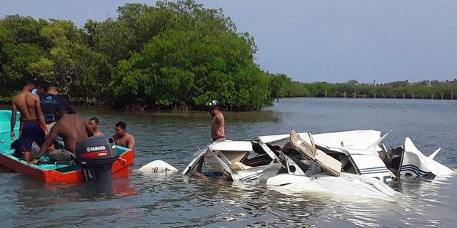 مقامات گفتند که چهار آمریکایی در میان کشته شدگان بودند، هنگامی که یک هواپیما کوچک در روز شنبه از یک مقصد توریستی محبوب در هندوراس سقوط کرد، مقامات گفتند.