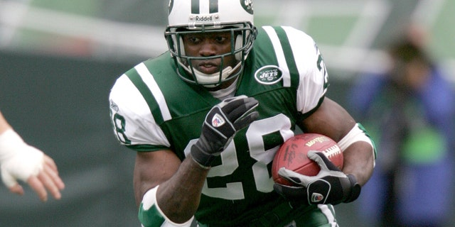 EAST RUTHERFORD, NJ - OCTOBER 09: Curtis Martin #28 of the New York Jets runs with the ball during a game against the Tampa Bay Buccaneers on October 09, 2005 at the Meadowlands Stadium in East Rutherford, New Jersey. (Photo by Sporting News via Getty Images)