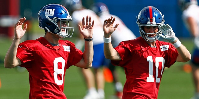 New York Giants quarterbacks Eli Manning (10) and Daniel Jones (8) warm up during an NFL football practice Monday, May 20, 2019, in East Rutherford, N.J. (AP Photo/Adam Hunger)