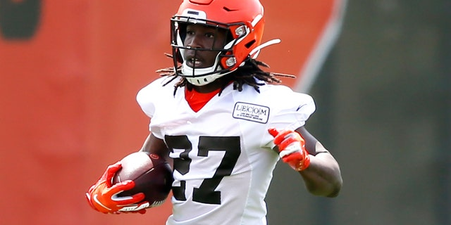 Cleveland Browns' Kareem Hunt runs by a cavalcade during an NFL football orderly group activity event during a team's training trickery Wednesday, May 15, 2019, in Berea, Ohio. (AP Photo/Ron Schwane)