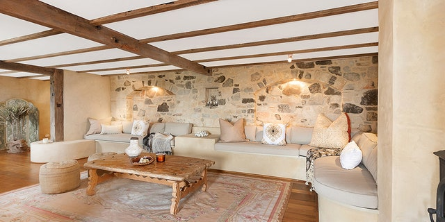 Newton-John renovated the property in 2002, adding pine flooring, an eat-in kitchenand wall accents made from shells and pebbles from a local beach.