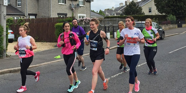 The organizers of the Belfast Marathon have apologized after admitting the course was mistakenly marked and participants ran an extra 0.3 miles than they should have.