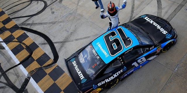 Elliott on the pole at Dover for rare Monday NASCAR race