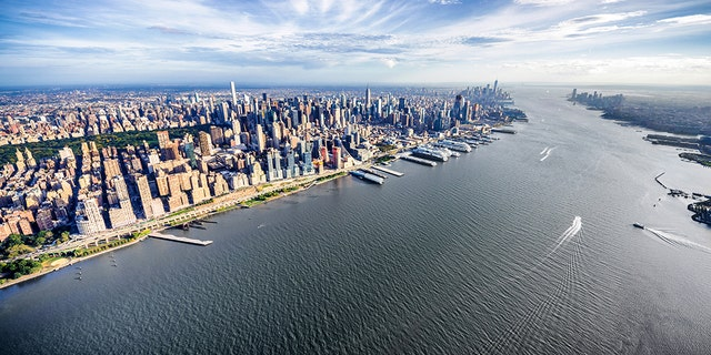 An aerial view over midtown Manhattan and the Hudson River today. (Barratt Homes)