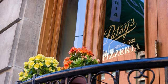 A waiter at Patsy & # 39; s Pizzeria in East Harlem has a $ 424K cash account after & # 39; sent a client that did not show.