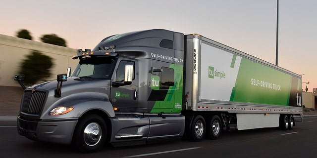 Self-driving trucks will carry mail in U.S.