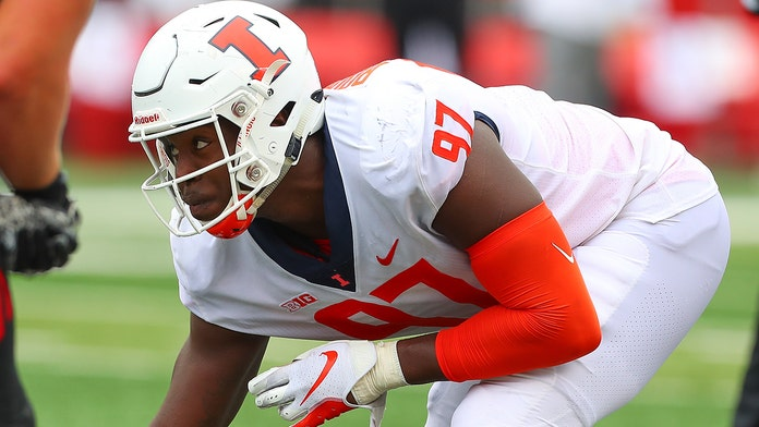 Illinois football standout Bobby Roundtree suffers severe spinal injury in swimming accident, school says