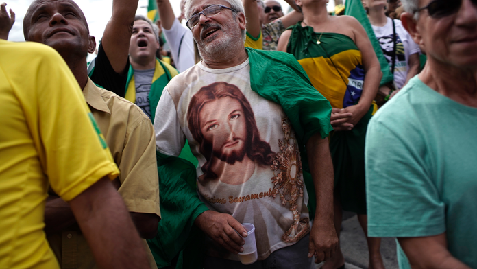 AP Analysis: Pro-Bolsonaro demos in Brazil show gov't risks